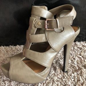Shoes - Taupe heels